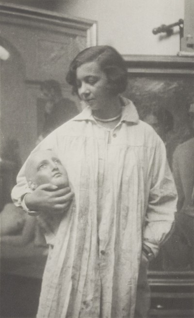 Leonor Fini, dans l'atelier d'Achille Funi, c.1928