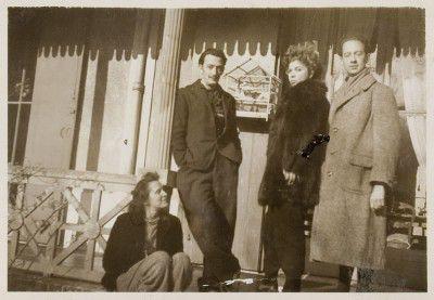 Gala et Salvator Dalì, Leonor Fini, André Pieyre de Mandiargues, Arcachon, 1940, photographie de Stanislao Lepri