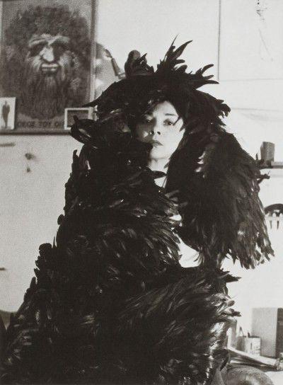 Leonor Fini dans son atelier, rue Payenne, Paris, 1946, photographie de Horst