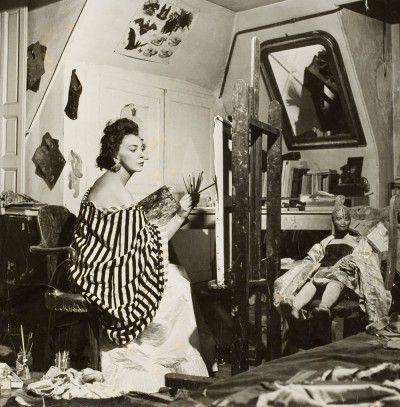 Leonor Fini dans son atelier rue Payenne, Paris, 1952