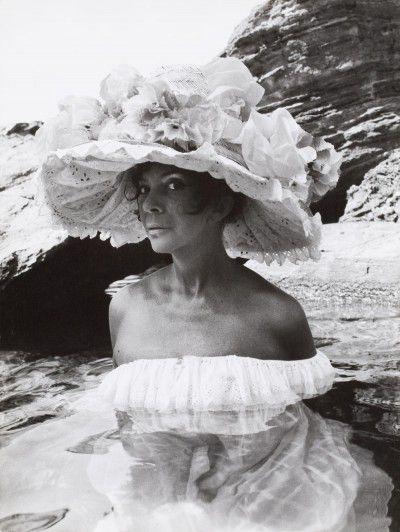 Leonor Fini au Monastère de Nonza, Corse, 1965, photographie d'Eddy Brofferio