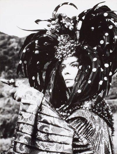 Leonor Fini au Monastère de Nonza, Corse, 1967, photographie d'Eddy Brofferio