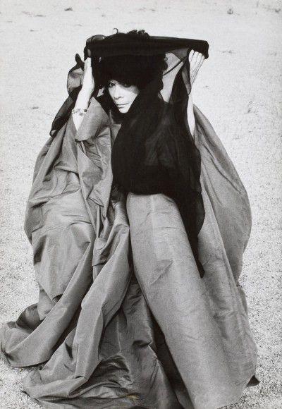 Leonor Fini, Saint-Dyé-sur-Loire, 1975, photographie d'Eddy Brofferio